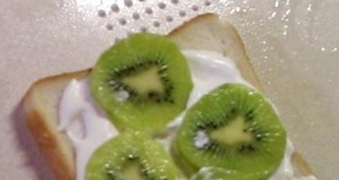 キウイのフルーツサンド