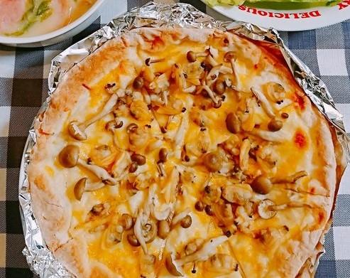アサリときのこのクリームピザ