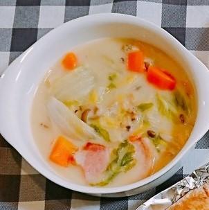 白菜とベーコンのシチュー